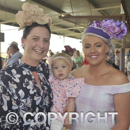 161022_SR20264 - At the 2016 Isisford Races